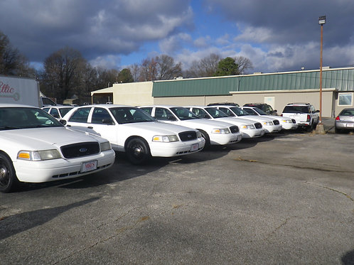 Ford Crown Victoria White (several to choose from)