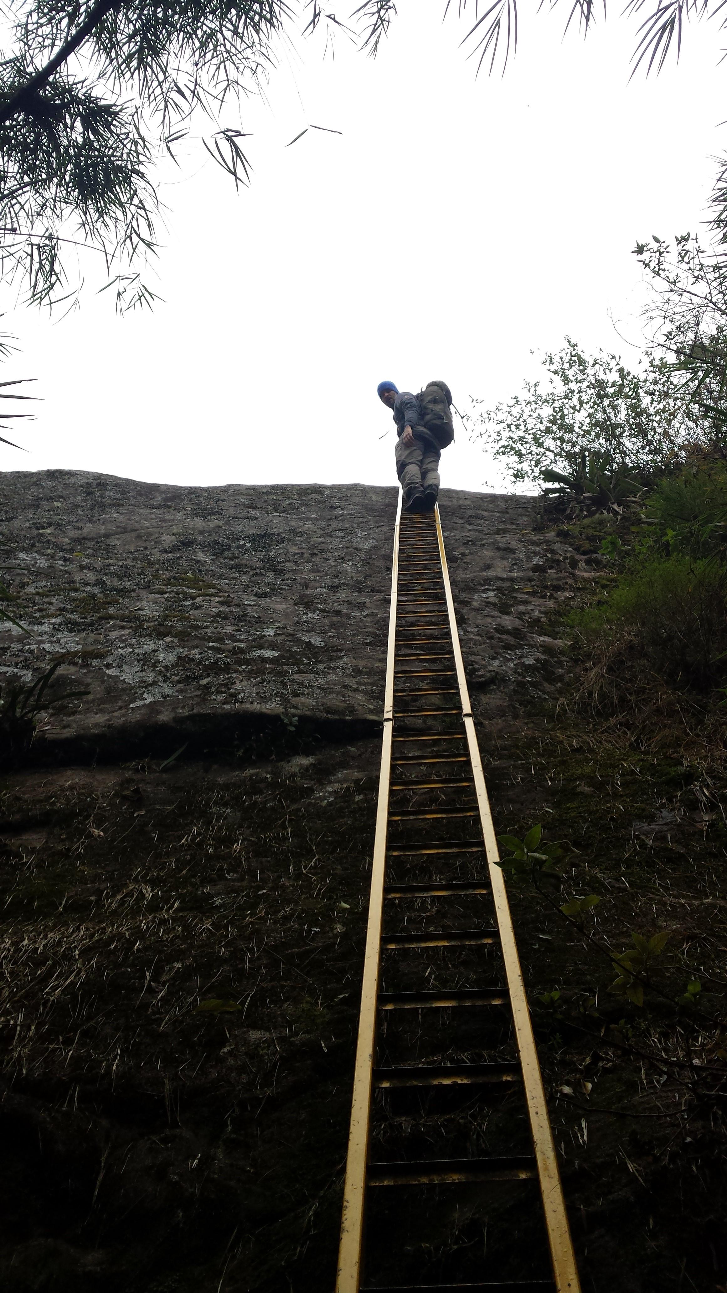 Escada de acesso ao colo