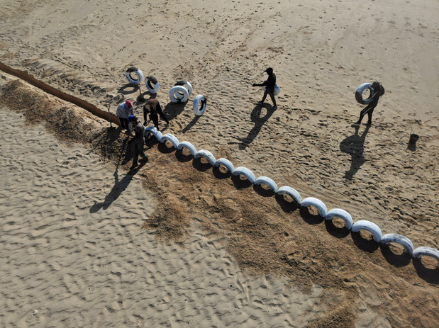 building fence for kitesurf.jpg