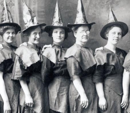 Разбрасывание носков - как древнейший обычай защиты от ведьм.