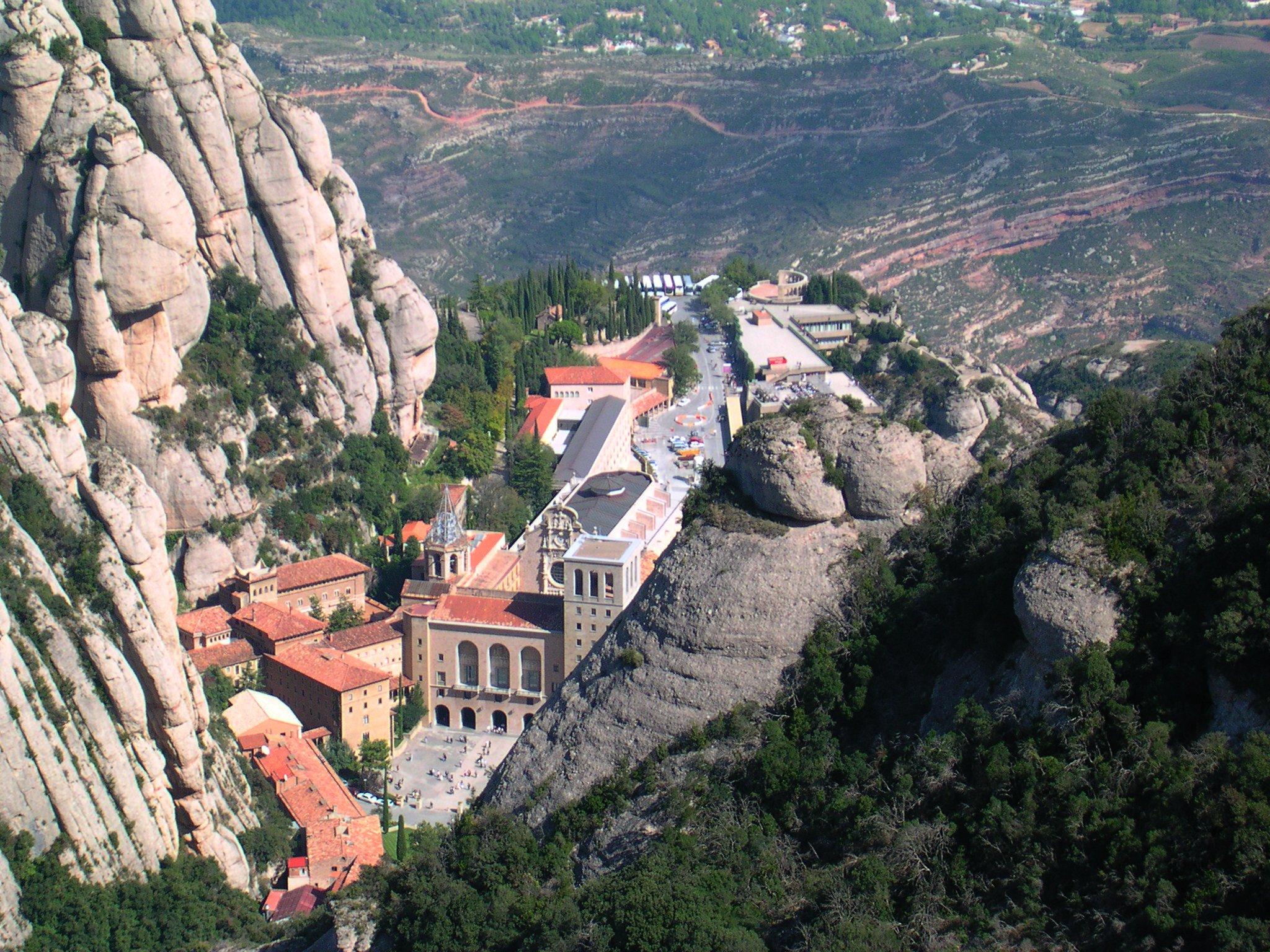 Monestir_de_Montserrat_vista_Roca_de_St._Jaume.jpg