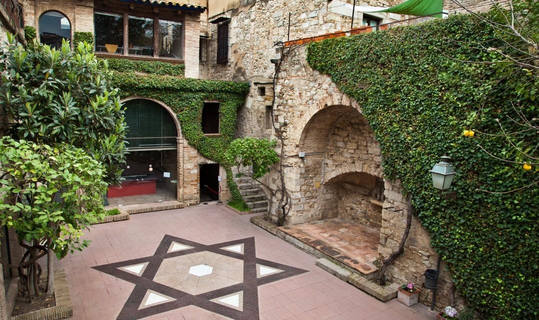 Museo_judio_Girona_patio_02-1080x641.jpg