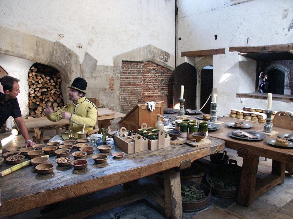 Одна из кухонь Дворца Хэмптон Корт