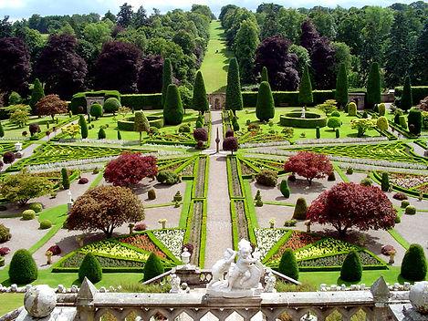 0-gom09-drummond-castle-gardens-main-vie