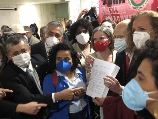 """""""Superpedido"""" de impeachment contra Bolsonaro é protocolado na Câmara Federal"""