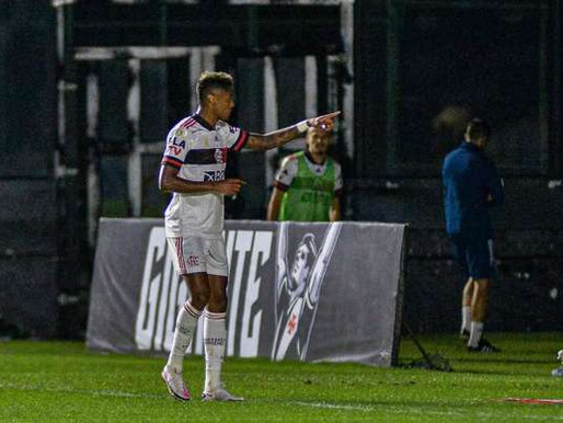 Flamengo vira sobre o Vasco e cola no topo do Brasileirão, rival não vence o mengo há 16 jogos