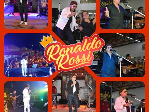 Cantor Ronaldo Rossi faz você relembrar o Rei do brega