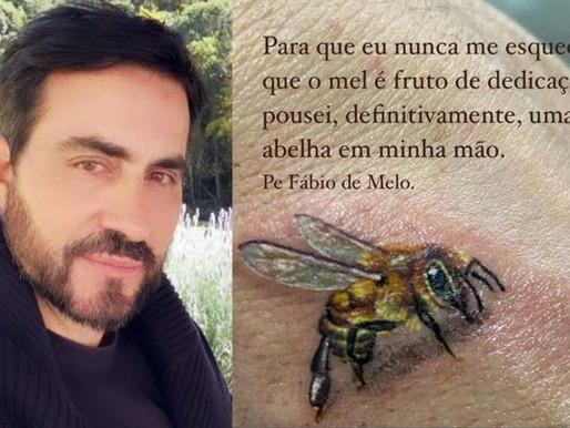 """Padre Fábio de Melo faz tatuagem e seguidor agradece: """"Desmarginalizar"""""""