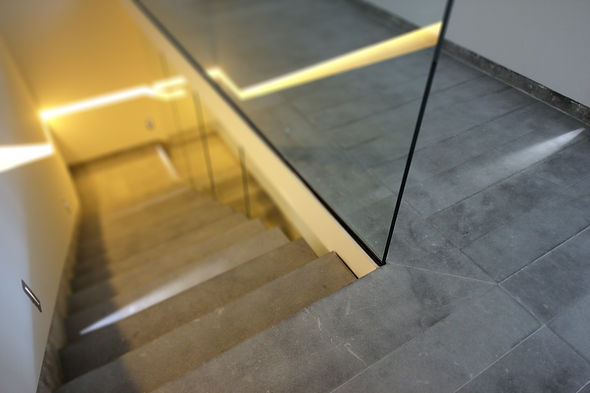 Escalier en marbre gris marengo sablée