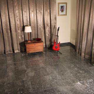 Room in polished Marengo Grey