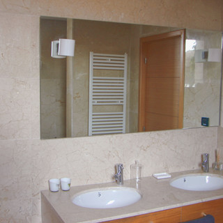 Crema Marfil bathroom