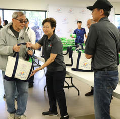 Councilmember Polly Low personally gifting tote bags for Rosemead residents