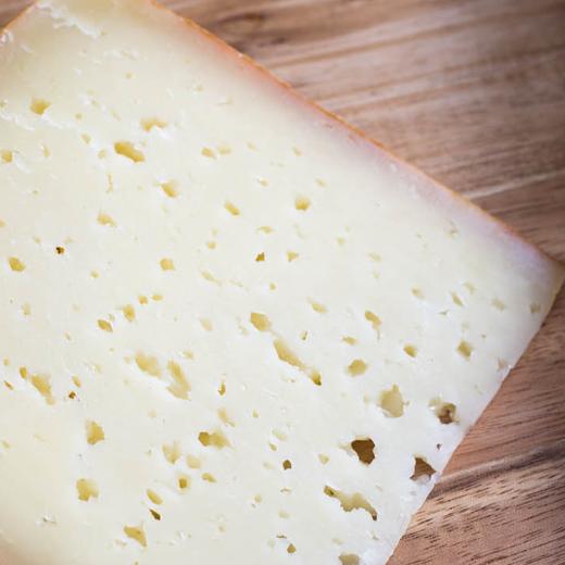 polotvrdy kozi syr