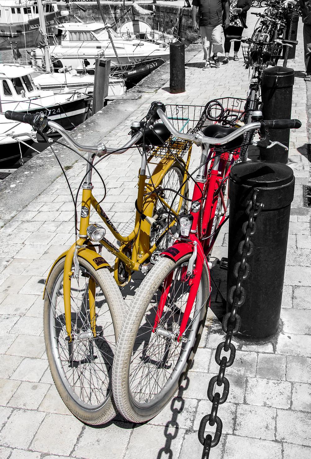 cette photo de vélos à été prise à La Rochelle - roguierphotos