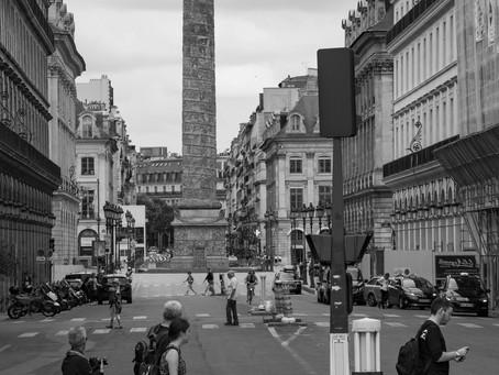 ROGUIERPHOTOS - Comme un air de Beatles devant la colonne Vendôme