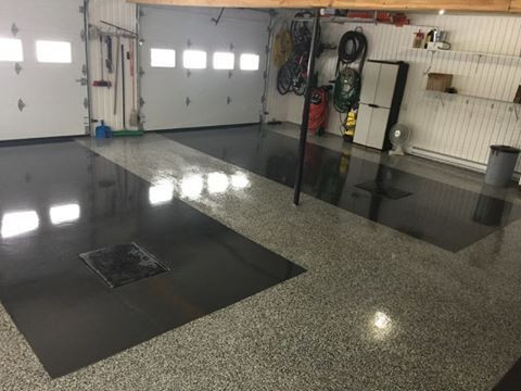 Two tone epoxy flake floor