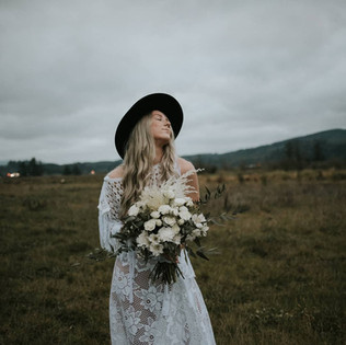 white  boho country elopement bridal bouquet