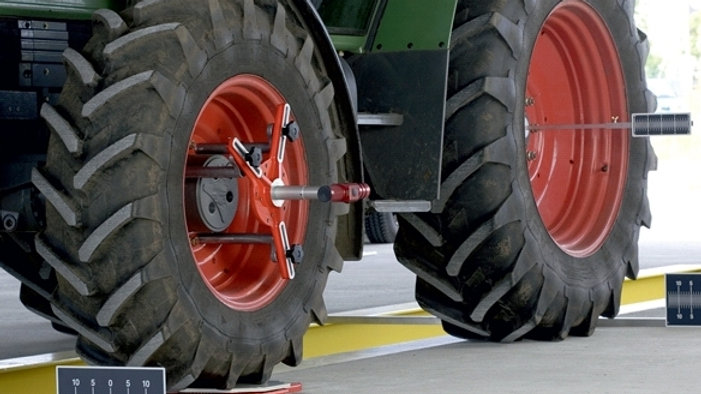 Tractor alignment system