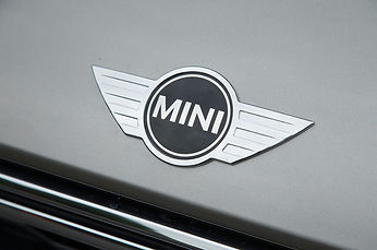 mini-countryman-s-e-all4-bonnet-badge.jp