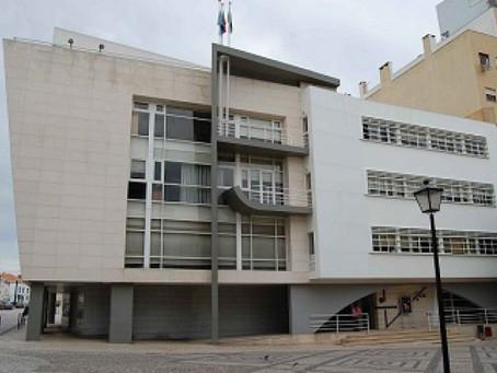 CÂMARA DE RIO MAIOR ASSINA DESPACHO QUE PROÍBE ESTABELECIMENTOS COMERCIAIS ABRIREM MAIS CEDO
