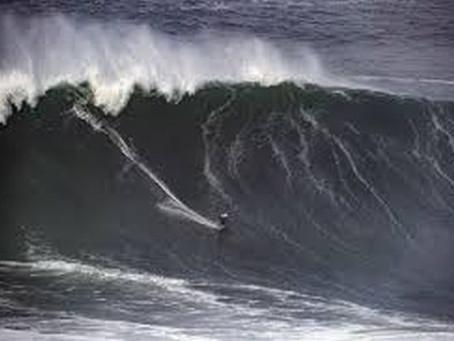 PRAIAS DA NAZARÉ VOLTAM A ESTAR ABERTAS À PRÁTICA DO SURF