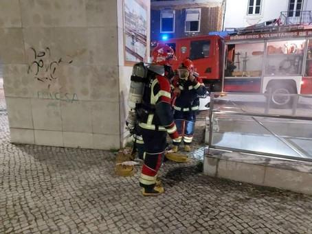 BOMBEIROS DE RIO MAIOR ESTÃO A REALIZAR SIMULACRO DE INCÊNDIO EM PARQUE SUBTERRÂNEO