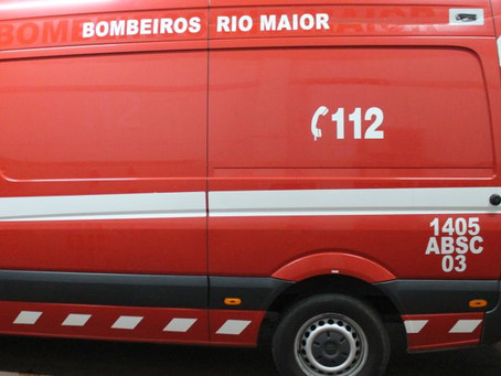 RIO MAIOR: DESPISTE CONTRA MURO DE UMA HABITAÇÃO EM ARROUQUELAS PROVOCA TRÊS FERIDOS BASTANTE GRAVES