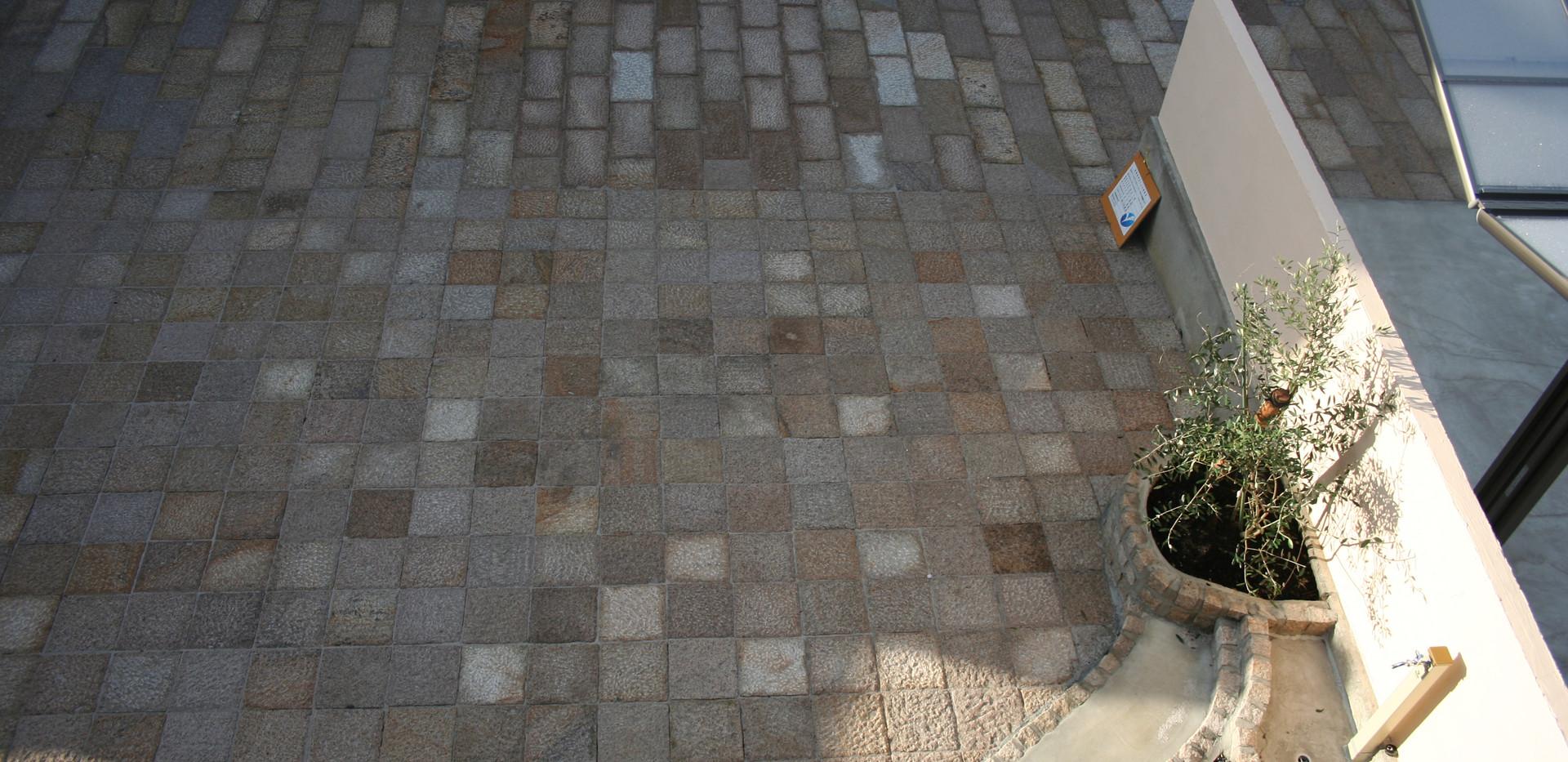 石畳み中庭