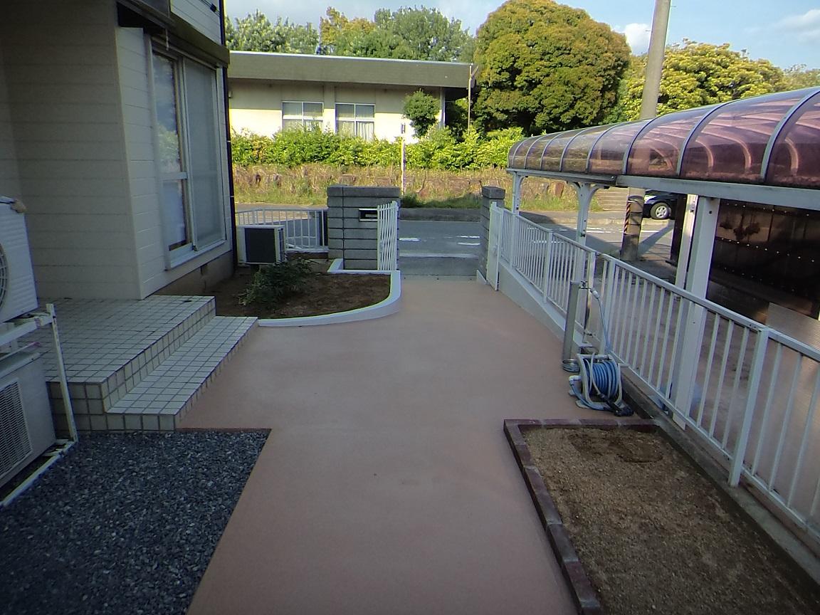コンクリートの表面にSREMを塗布