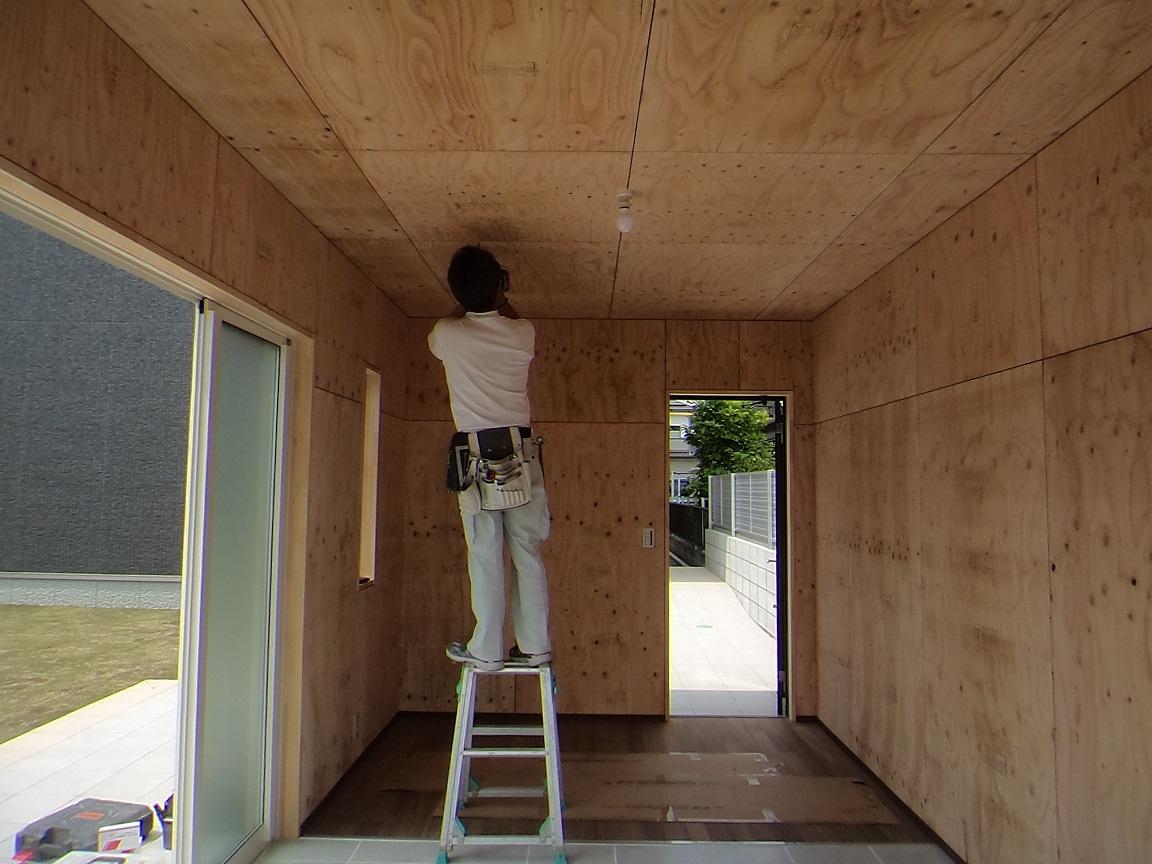 内装工事作業中