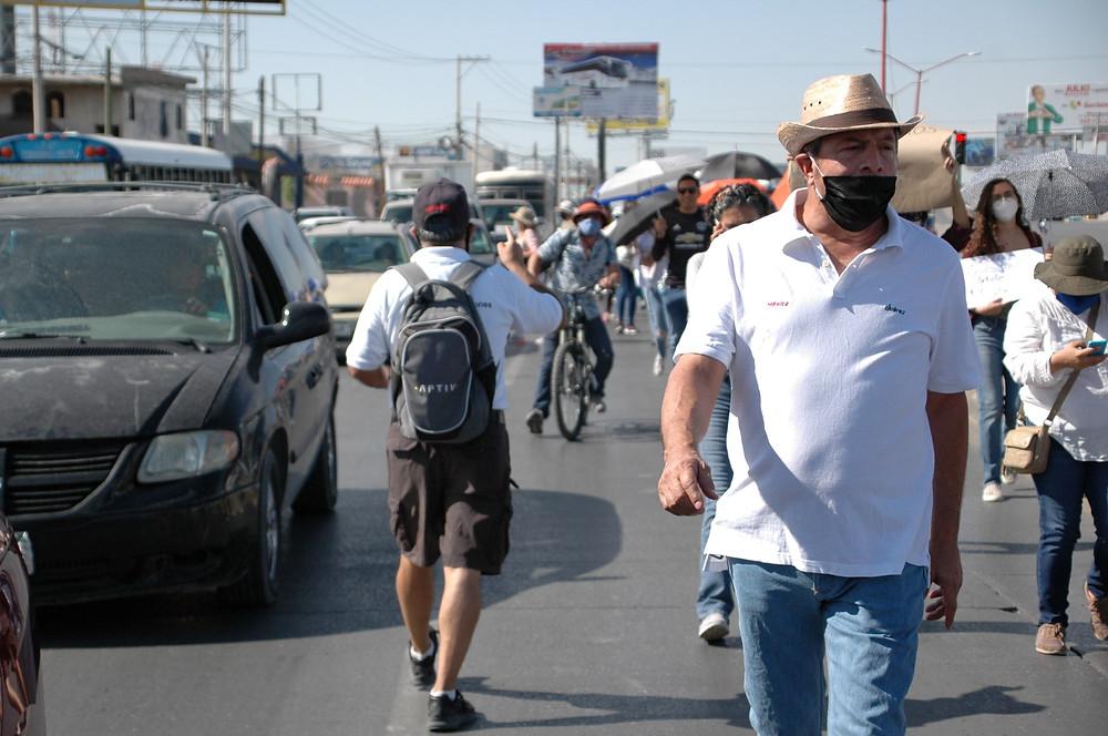 El embotellamiento causado por una pequeña marcha demostró los problemas que puede causar bloquear un carril de la vialidad | Foto: José David Estrada