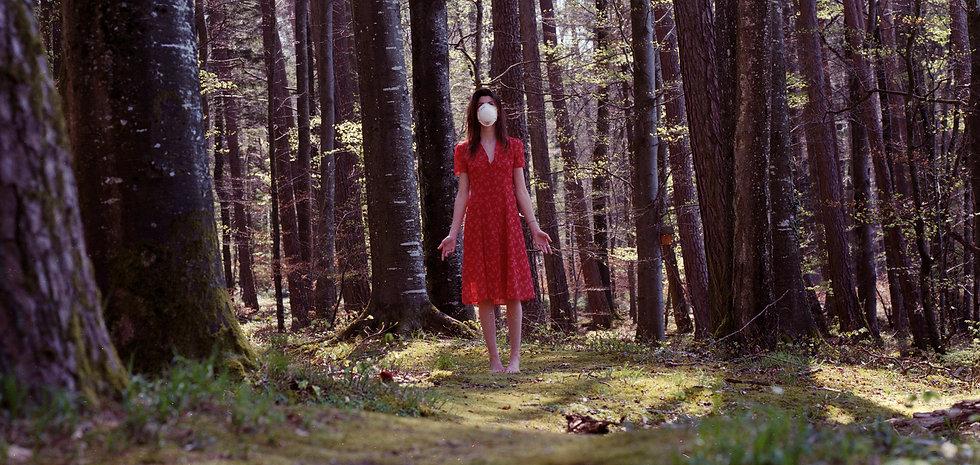 ANNA MASK WALD.jpg