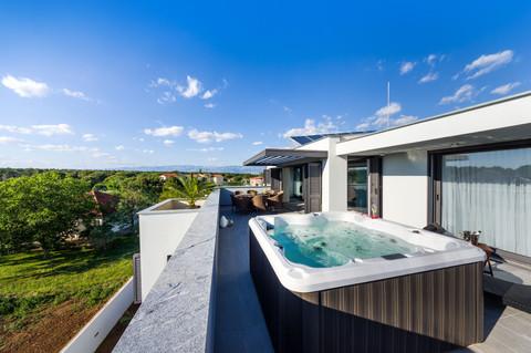 Apartments Menalo Zaton Hot Tub View