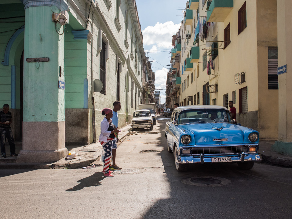 Colourful outfits and colourful cars, Havana