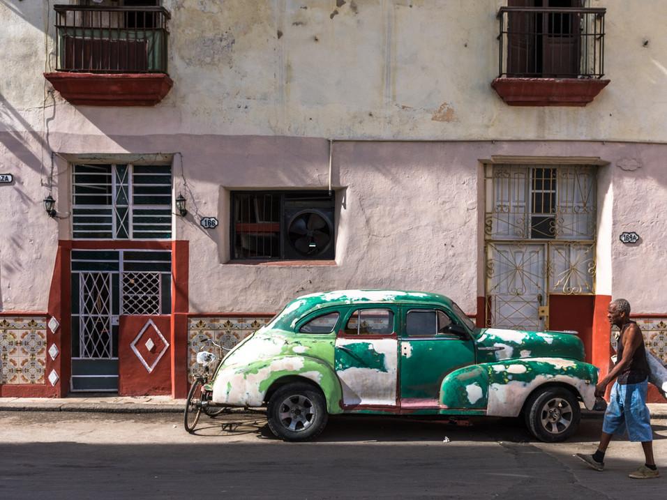 Old man, older car, Havana