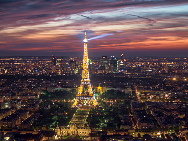 Sparking lights of the Eiffel Tower
