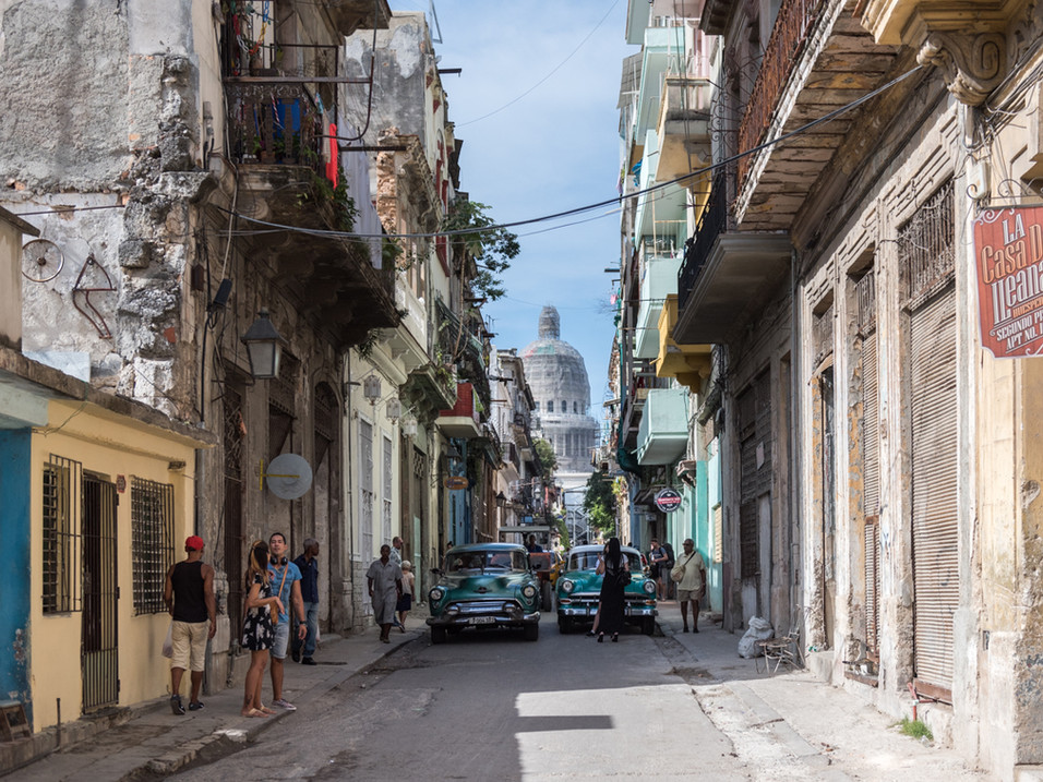 Old cars and the National Capitol Building, Havana