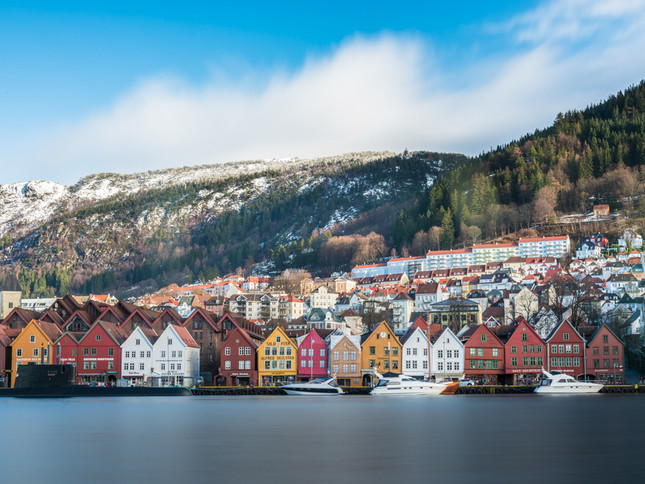 Calm waters and colourful houses in Bergen