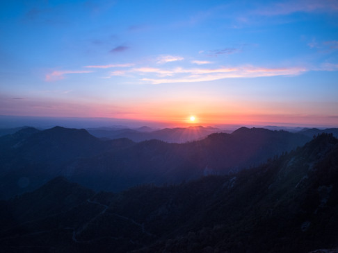 Last rays of sun in Sequoia National Par