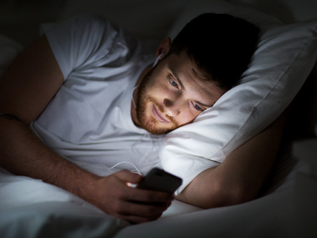 Using your phone in bed is making you sleep badly... Here's why.