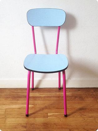 "Chaise rose en formica bleu ""Miami"""