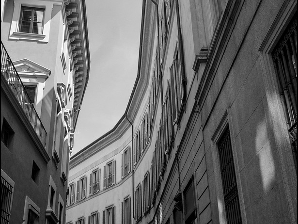2018-06 Milan Curved Alley BW.jpg