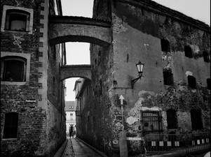 2017-06 Alley Arches (Torun) BW.jpg