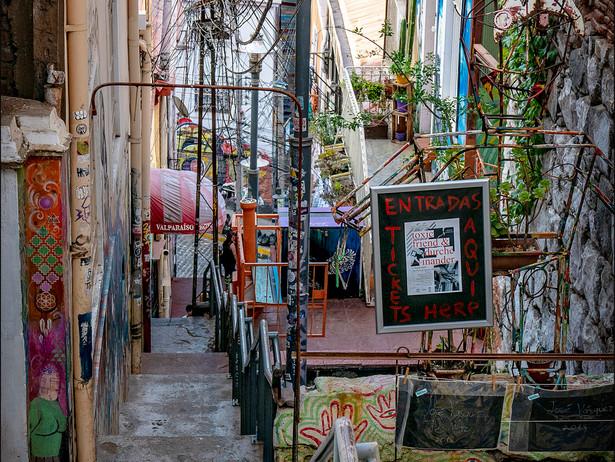 2019-01 Valparaiso Alley (Chile)