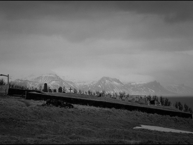 2017-01 Mountains Graves (Iceland) BW.jp