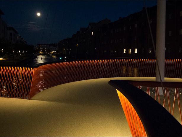 2015-09 Copenhagen Cirkelbroen Moon.jpg