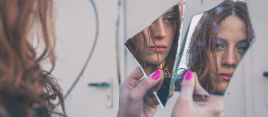 """Resenha: """"Inverso"""" (Espelho vol. 1) de Karen Álvares"""