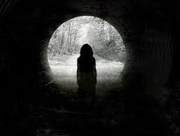 "Resenha: ""Aos que Habitam a Escuridão"" de Cesar Alcázar"