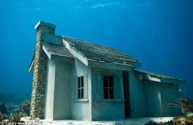 """Resenha: """"Uma Casa no Fundo de um Lago"""" de Josh Malerman"""