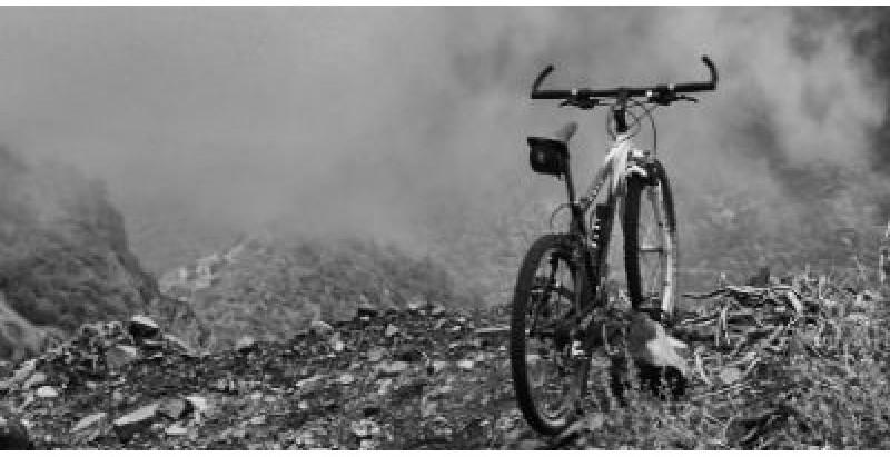 "Resenha: ""A Bicicleta Fantasma"" de Karen Alvares"